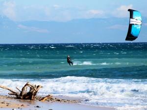 kitesurf con viento racheado